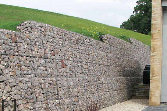 Large 1m gabions used in tall embankment cutting